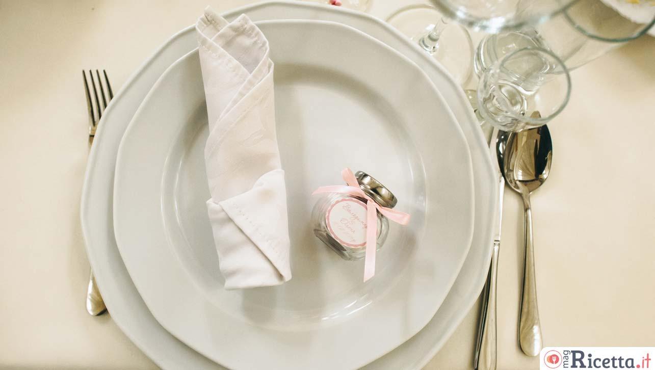 Galateo Tovagliolo A Destra galateo: regole e consigli su come comportarsi a tavola